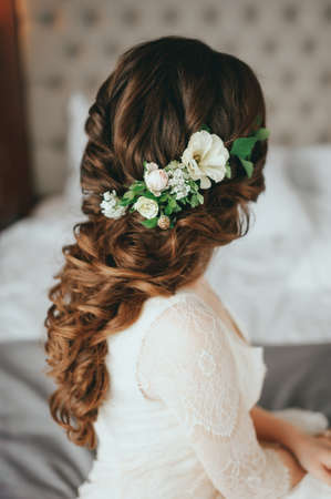 Beautiful bride with fashion wedding hairstyle In a hotel Stockfoto