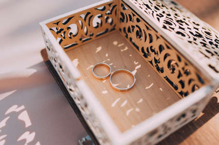 beautiful gold wedding rings on the brides preparations Banco de Imagens