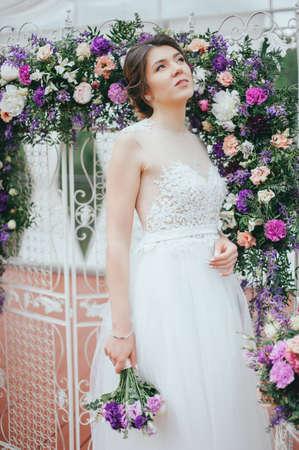 Beautiful bride posing at field of lavender 版權商用圖片
