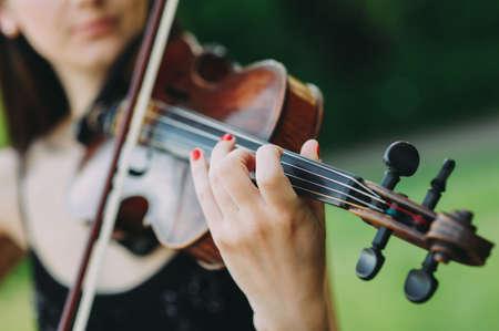 The girl plays the violin. hands close up Zdjęcie Seryjne
