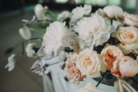 Wedding archway with flowers arranged in park for a wedding ceremony Zdjęcie Seryjne