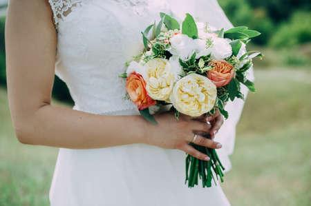 Beautiful wedding bouquet in hands of the bride Stockfoto - 130101347