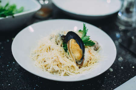 Cooking pasta with seafood in a cooking class. Italian pasta with seafood. Mussels Archivio Fotografico