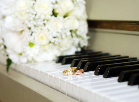 The keyboard classical instrument with wedding rings and bouquet