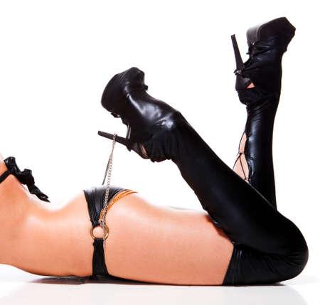 mujeres eroticas: hermosas piernas largas en botas de cuero negro