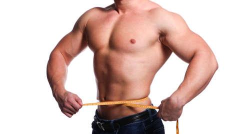 hombre deportista: Cuerpo fuerte y joven atleta hombre con un cent�metro