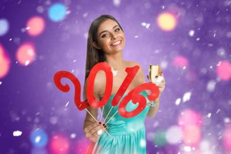 rood teken: Young woman showing decorative red sign of New Year