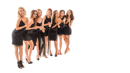Grande gruppo di donne che applaudono. Isolato su sfondo bianco