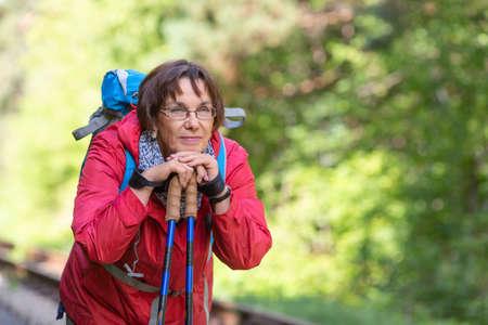Portrait of a senior hiker woman in forest. Standard-Bild