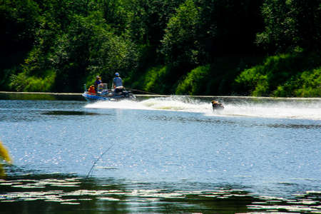 water skiing on the forest river Stockfoto