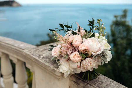 wedding bouquet wth white and pink flowers