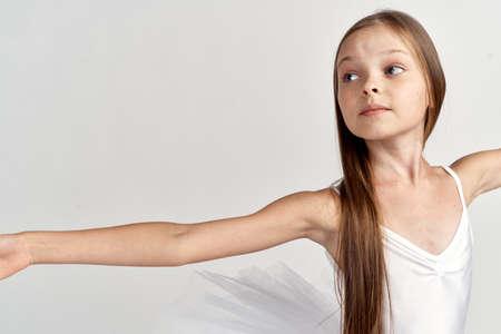 Nahaufnahme einer kleinen Ballerina. Standard-Bild - 90783329