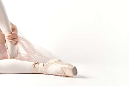 Pointe shoes ballet feet close-up light background cropped view Stockfoto