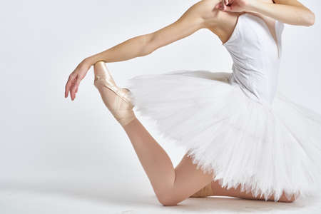 Ballerina in white tutu elegant dance performed sensuality silhouette light background 版權商用圖片