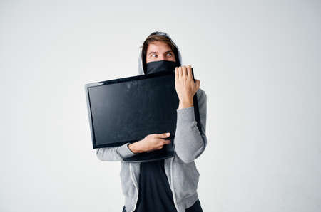 man steals monitor running away pursuit theft