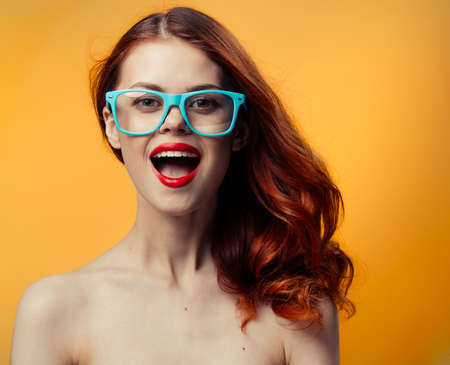 pretty red-haired woman with nude keys red lips glasses luxury Foto de archivo