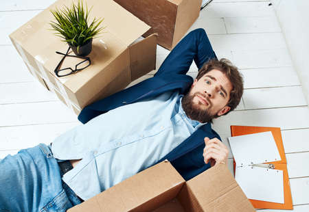 Business man box with things moving to new office work Professional Imagens
