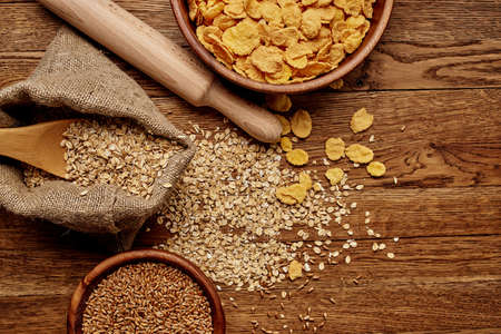 wooden kitchen items cereals products view from above Standard-Bild