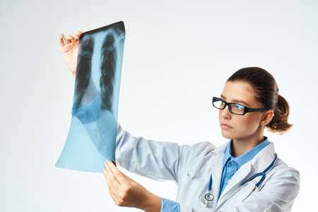 female doctor diagnostics patient scan Studio Banque d'images