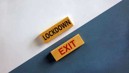 'Lockdown exit' words on wooden blocks. Business and covid-19 pandemic concept. Beautiful white and blue background, copy space. 免版税图像