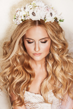 beautiful blonde: Portrait of affectionate blond woman. Beautiful bride with wedding makeup, hairdo and wedding decorations. Wedding ideas and bridal style.