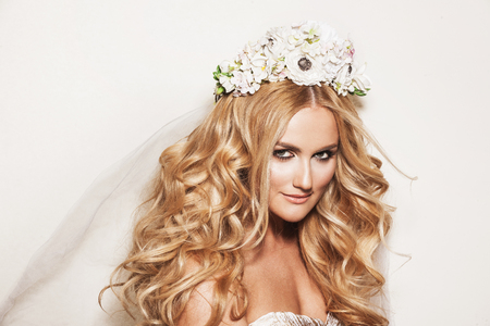 happy wedding: Portrait of affectionate blond woman. Beautiful bride with wedding makeup, hairdo and wedding decorations. Wedding ideas and bridal style.