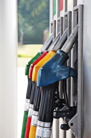gas station: Cuatro boquillas de gas de la bomba en la estaci�n de gasolina Foto de archivo
