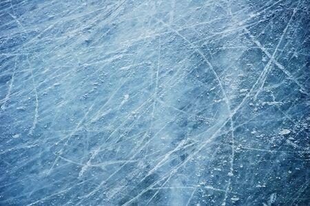 표면: 얼음의 표면에 흠집