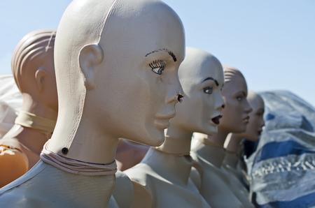 cabeza femenina: Maniqu�es - hermosa cabeza cerca de las mujeres