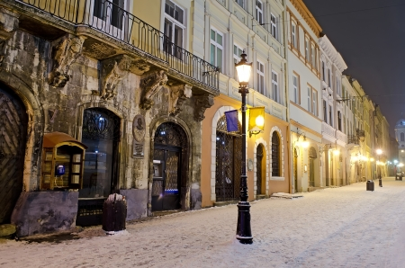 Winter cityscape in the center of Lvov city at the night Stockfoto