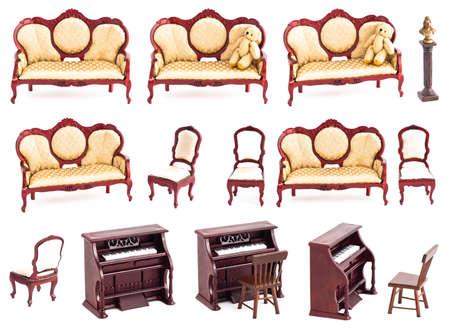 guest room: Camera isolata con ombre, giocattoli in legno e mobili d'epoca
