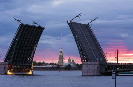 drawbridge: Peter and Paul Cathedral, Dvortsovy drawbridge, Saint-Petersburg, Russia Stock Photo