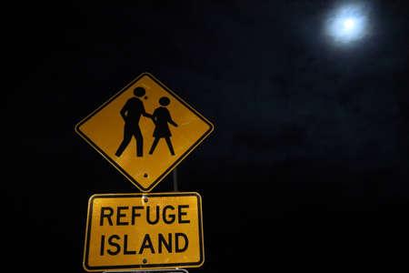 Street sign at night - Refuge Island 版權商用圖片