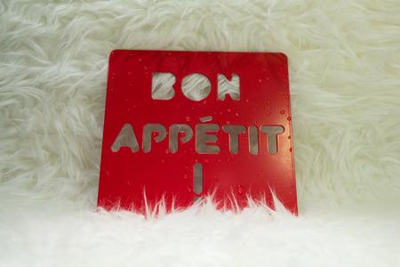 bon: inscription BON APPETIT on red metalic stand