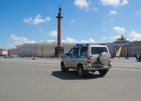 order in: Petersburg July 2016 police patrol maintains order in the Palace square