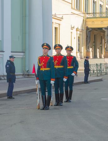 ロシア、サンクトペテルブルグ、2017 年 5 月 7 日 - は、宮殿広場、勝利パレードのリハーサル前にガードします。 報道画像