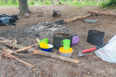 近く食品のキャンプの火の道具。