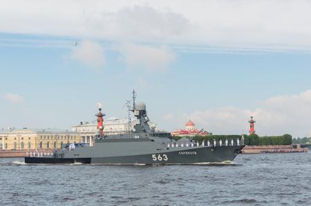 ロシア、サンクトペテルブルク、2017 年 7 月 30 日ネヴァ小型ロケット船セルプホフの海域で。