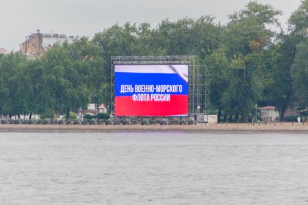 ロシア、サンクトペテルブルク、2017 年 7 月 30 日 - 海軍の放送のためのピーターおよびポールの要塞のビーチで大画面。