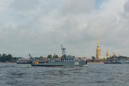 Rusland, Sint-Petersburg, 30 juli 2017 - dag parade Marine mijnenveger basisschip 515.