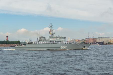ロシア、サンクトペテルブルク、2017 年 7 月 30 日 - 海軍の日パレード掃海船アレクサンドル ・ オブホフ気象。