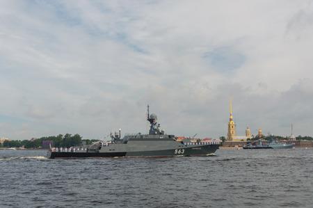ロシア、サンクトペテルブルク、2017 年 7 月 30 日 - 海軍の小型ミサイル艦セルプホフ記念日パレード。
