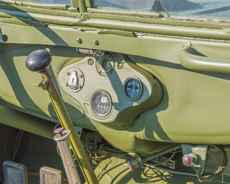 instrumentatie en controle, militaire retro-auto.