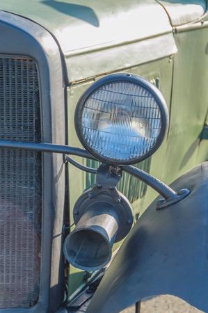 ヘッドライトや信号、軍事レトロ車