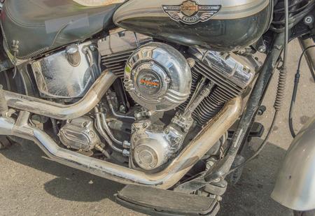 Rusland, Sint-Petersburg, Ostrovsky-plein, het festival van Harley Davidson, 3 augustus 2017 - de motor van de motorfiets met het logo.