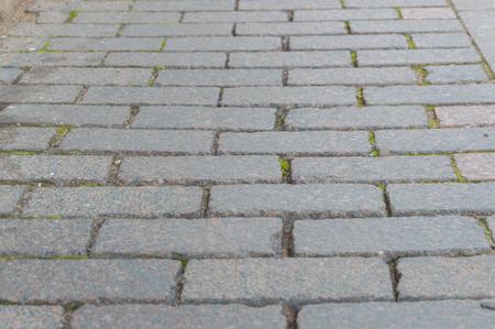 Straße mit rechteckigem, einheitlichem Bürgersteig für den Hintergrund Standard-Bild - 88187813