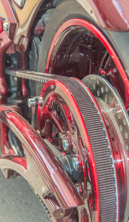 회전을 전달하는 벨트를 구비 한 자동 이륜차의 후륜 스톡 콘텐츠