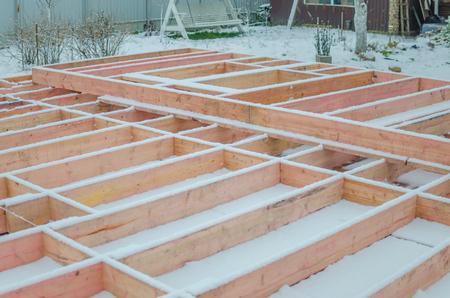 田舎の敷地に木造住宅を建て