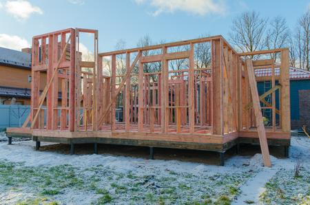 民間の木造住宅、杭財団とフレームの建設