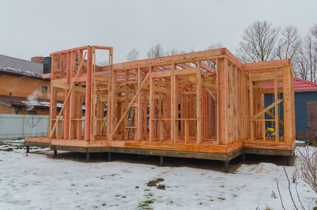 construction of wooden houses on the basis of the framework